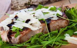 fiorentina-con-rucola-raspadura-glassa di aceto balsamico